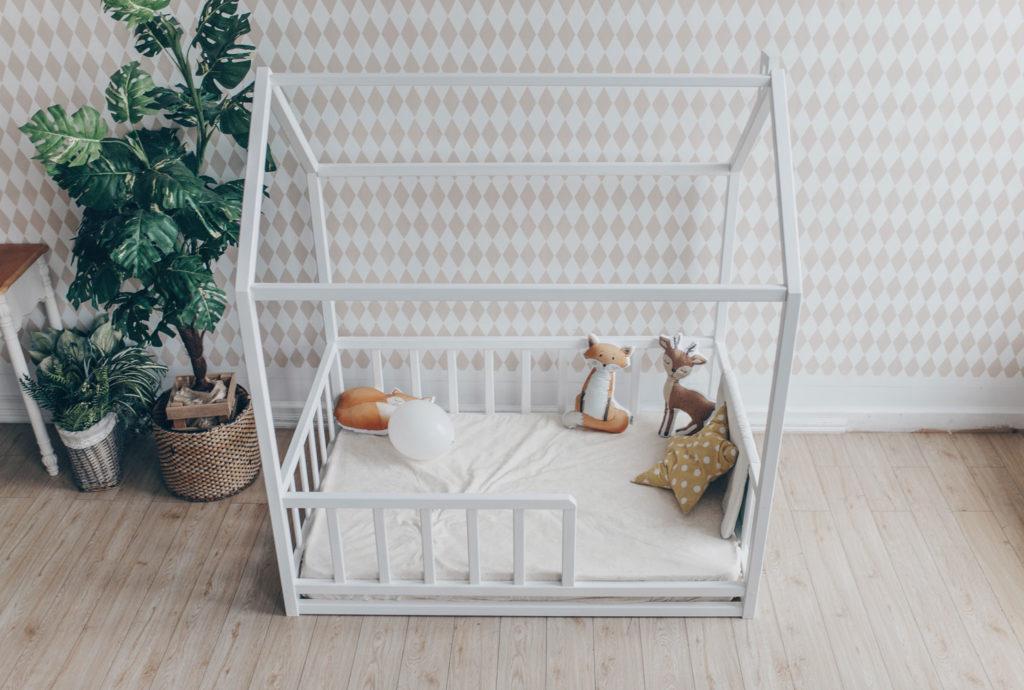 Кроватка домик напольная